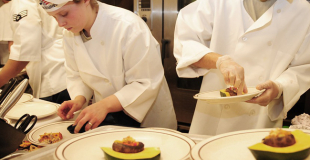 Prendre des cours de cuisine avec un grand chef : c'est possible !