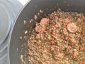 Saucisson et ses lentilles marinées au Beaujolais